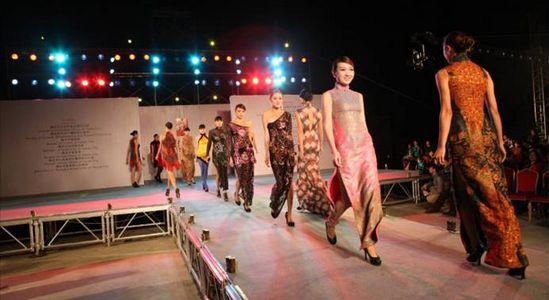 承接礼仪小姐,汽车模特,平面模特,服装模特,试衣模特,模特走秀等.